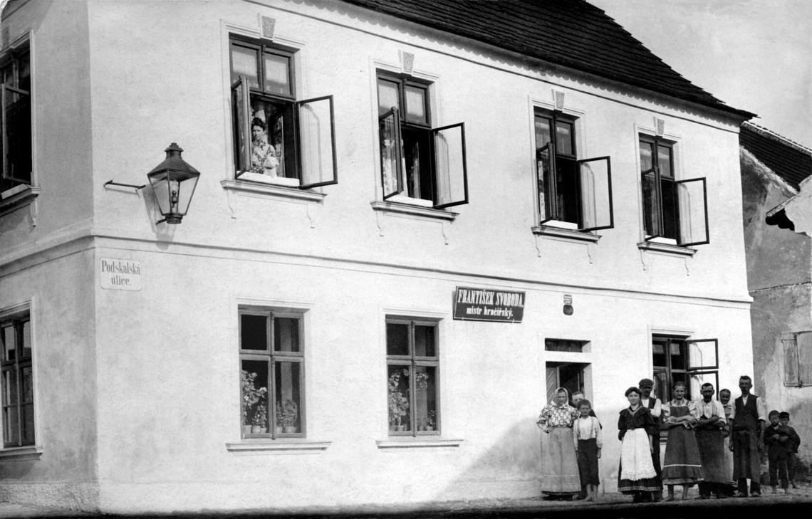 mistr-hrncirsky-podskalska-ulice-01-1140