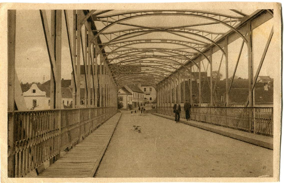 is-0035-zelezny-most-drevene-chodniky-1140