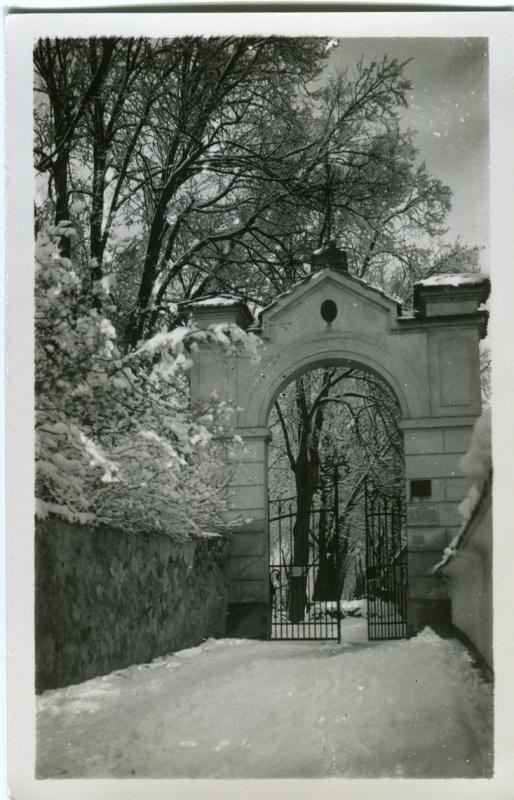 is-0070-brana-na-hrbitov-1140
