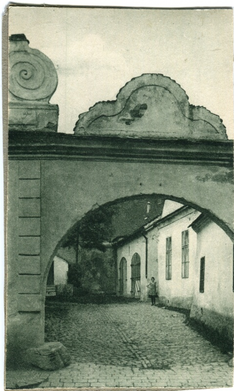 is-0157-horni-brasov-branka-ze-17-stoleti-pohled-do-dvora-dnesni-od-betty-1140