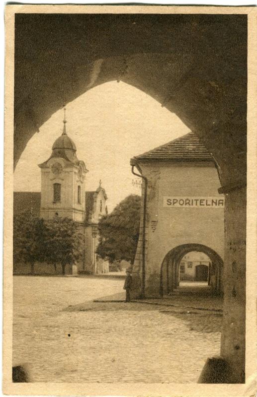 is-0170-sporitelna-radnice-ze-zamecke-brany-1140