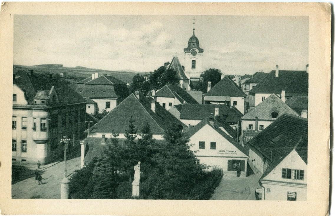 is-0200-karel-klobouky-cepice-parcik-vinarickeho-socha-vdecnosti-1140