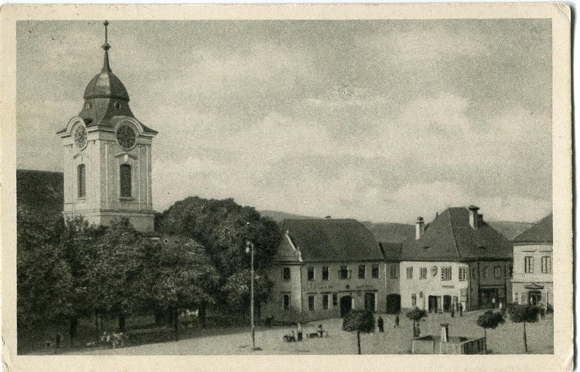 is-0242-namesti-opet-ze-strechy-hotelu-slaby-1140