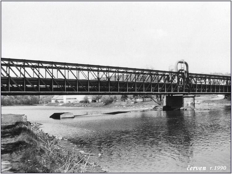 vn-0008-potrubi-na-starem-moste-cerven-1990
